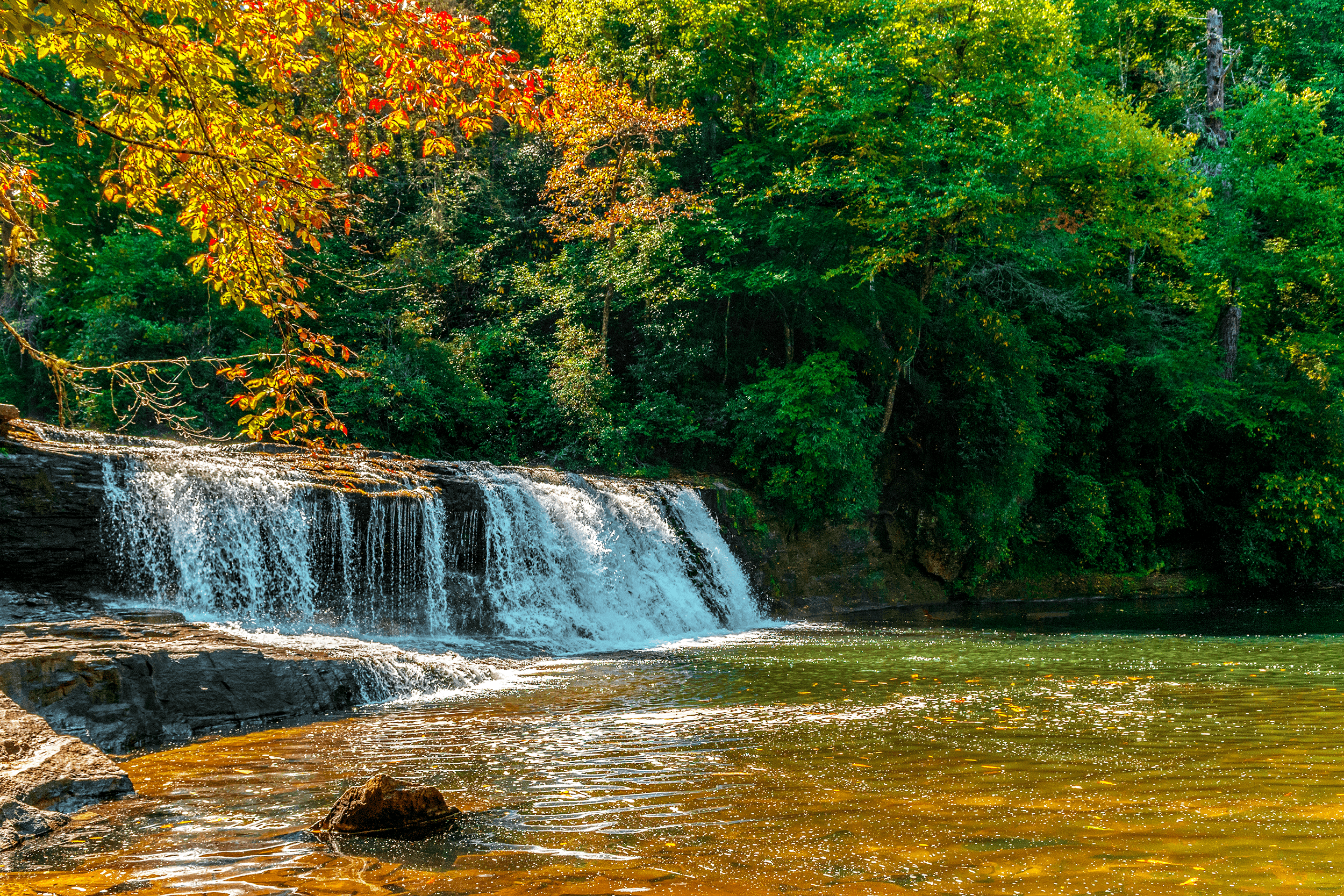 Perhaps you recognize  Hooker Falls  from the movie  The Last of the Mohicans  in the scene, where the canoes go over the falls.