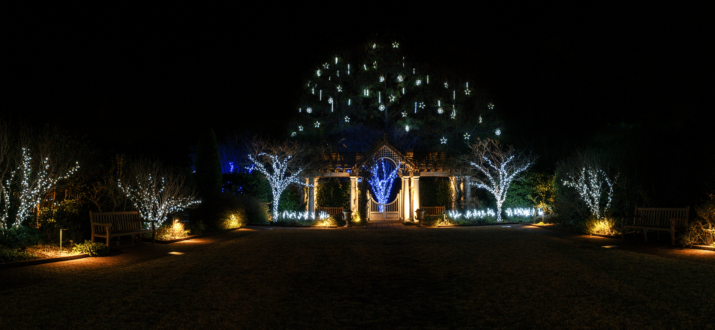 At the  White Garden  you can admire the snowflake ornaments in the tree. Aren't they lovely?