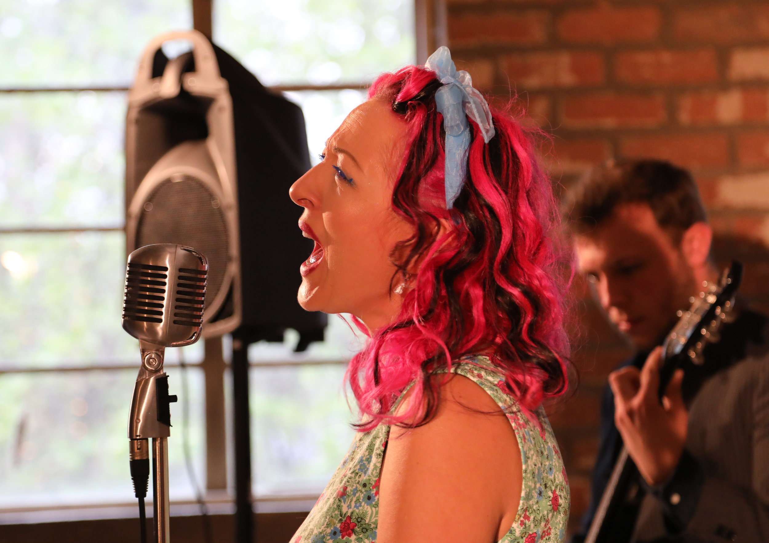 Vix from Fuzzbox singing