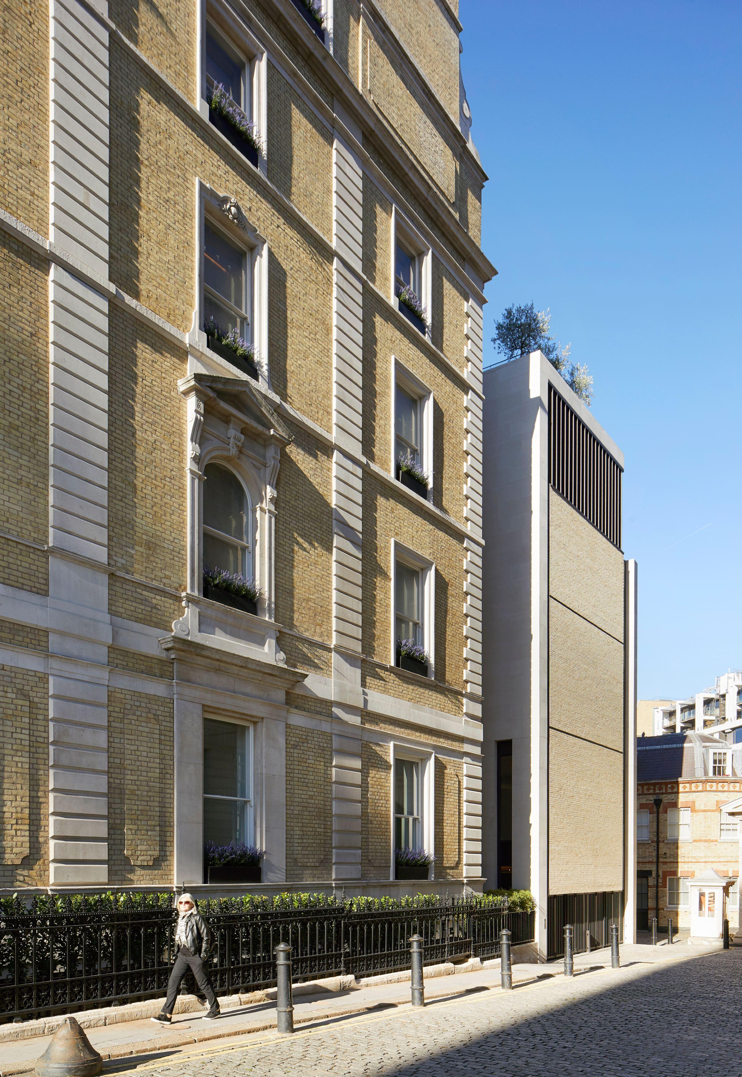 Flanagan Lawrence_Grosvenor Crescent_London_©Hufton+Crow_014 (1).jpg