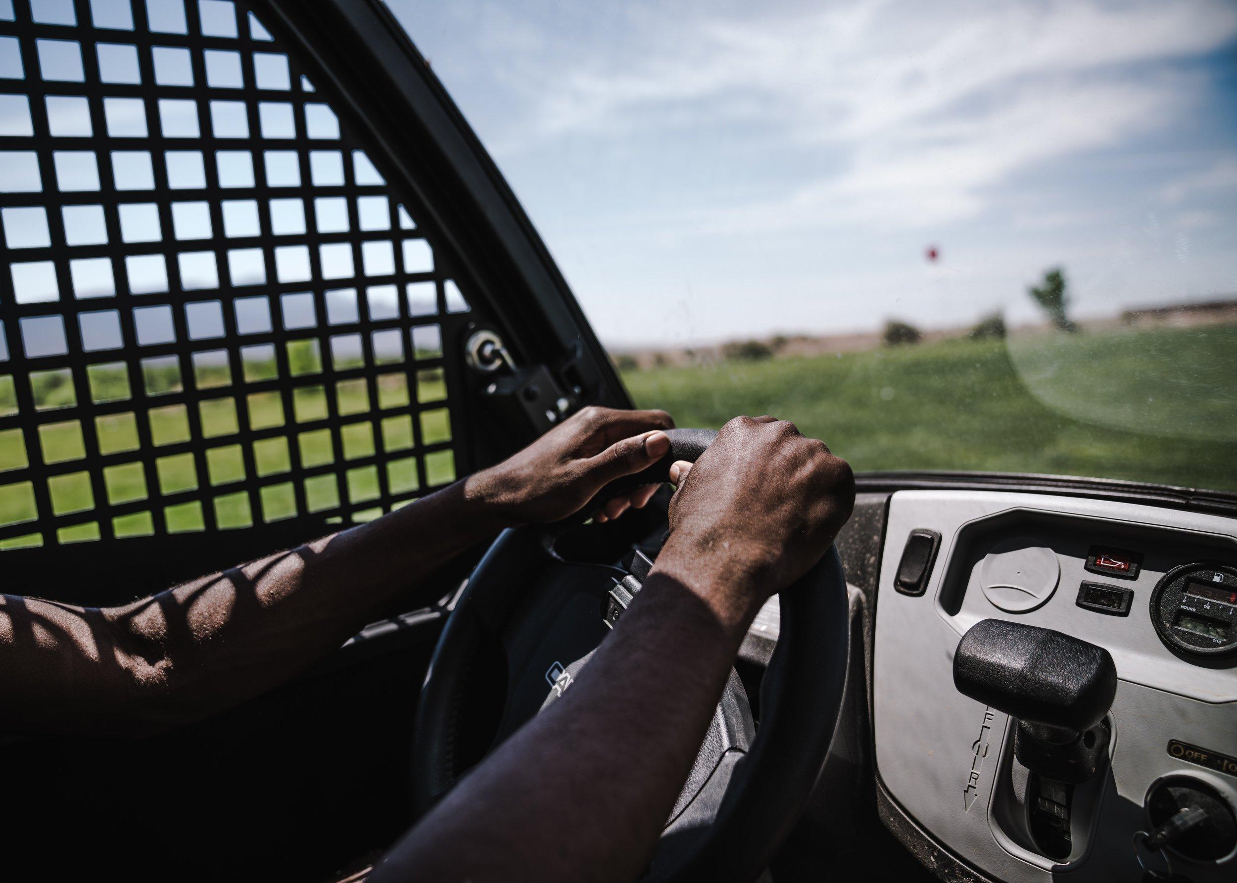 car-drive-driver-1325732.jpg