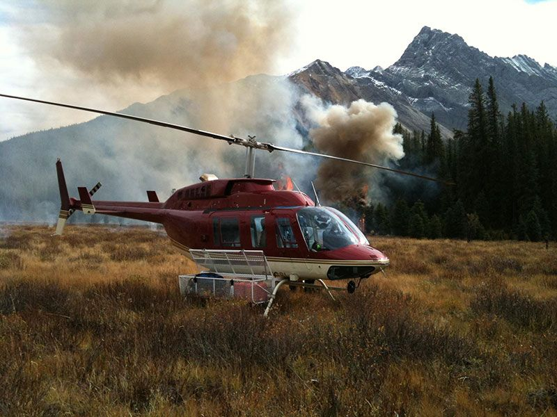 Helicopter supporting fire fighting