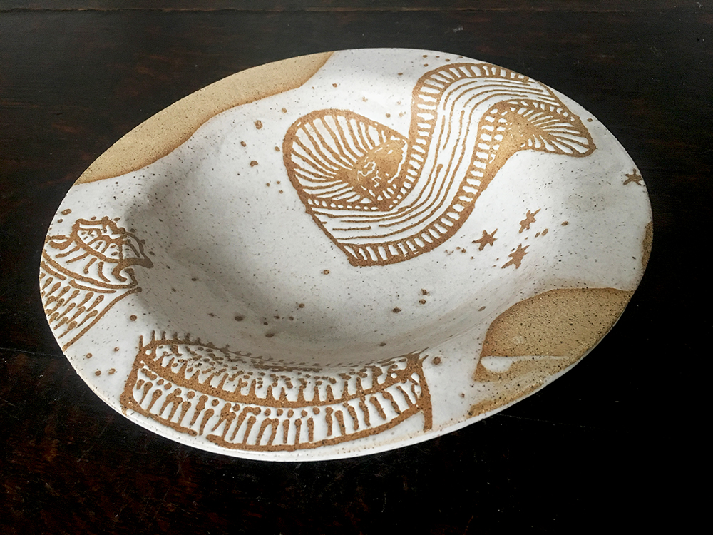 Low bowl with diatoms in white on speckled clay
