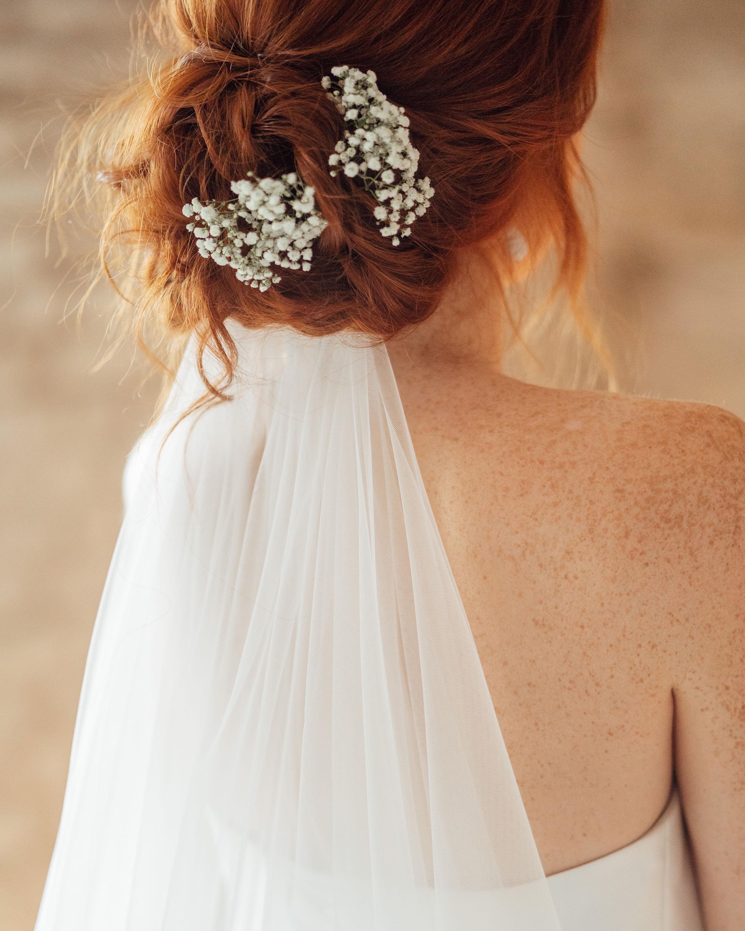 Le voile - Assorti à la dentelle de votre robe ou simple. Il est indispensable pour le côté romantique et innoubliable de votre entrée :-) Prix des voiles: à partir de 50€