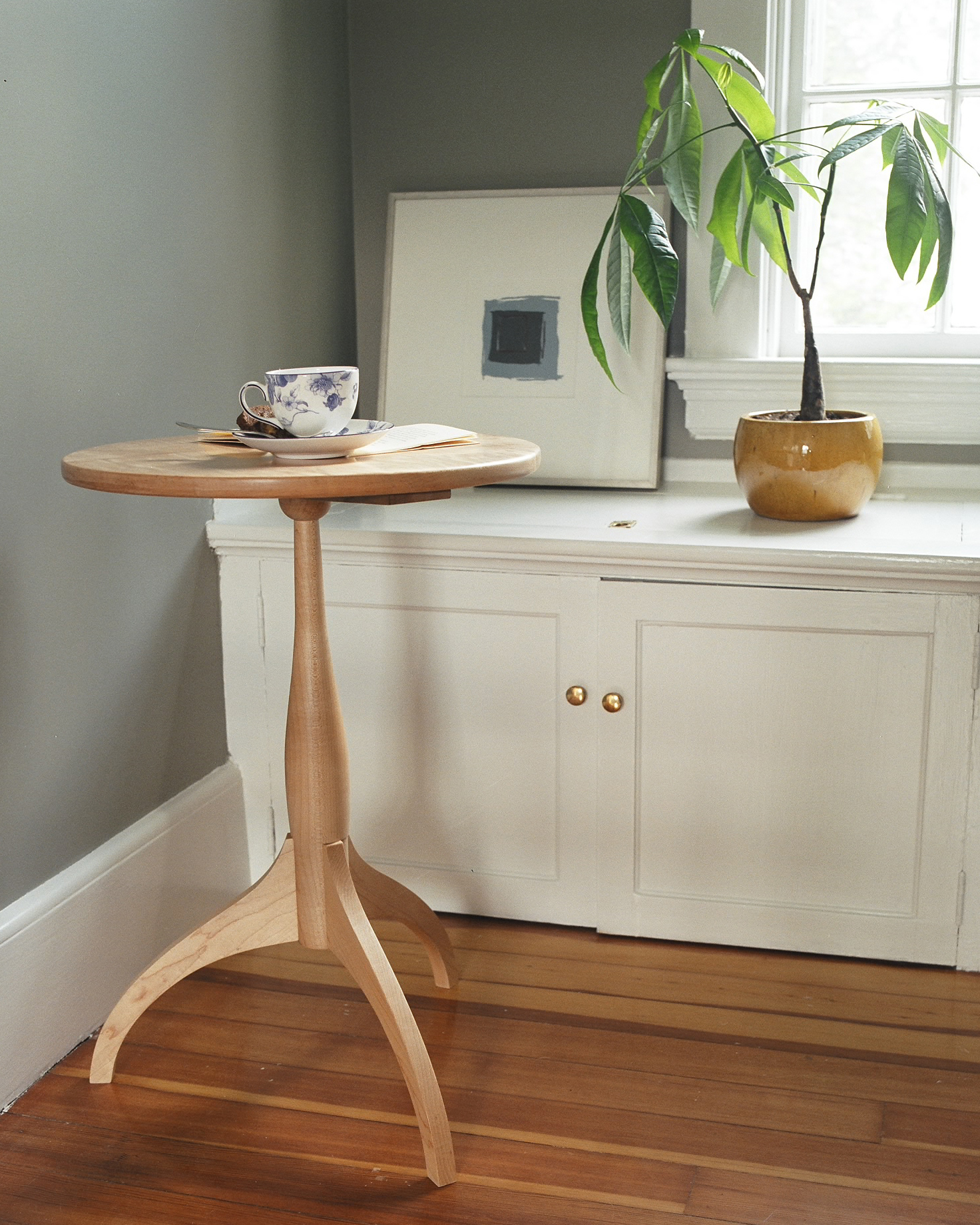 Shaker Candle Stand