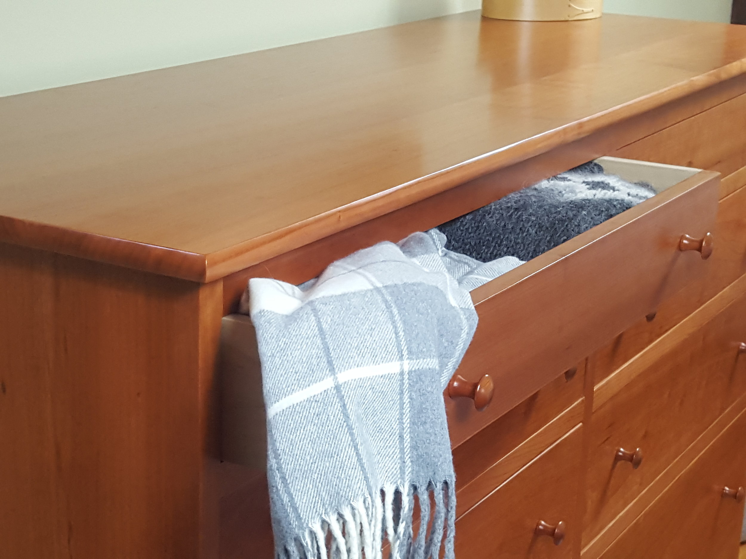 chests-shaker-horizontal-drawer-chest-dressers-six-eight-drawers