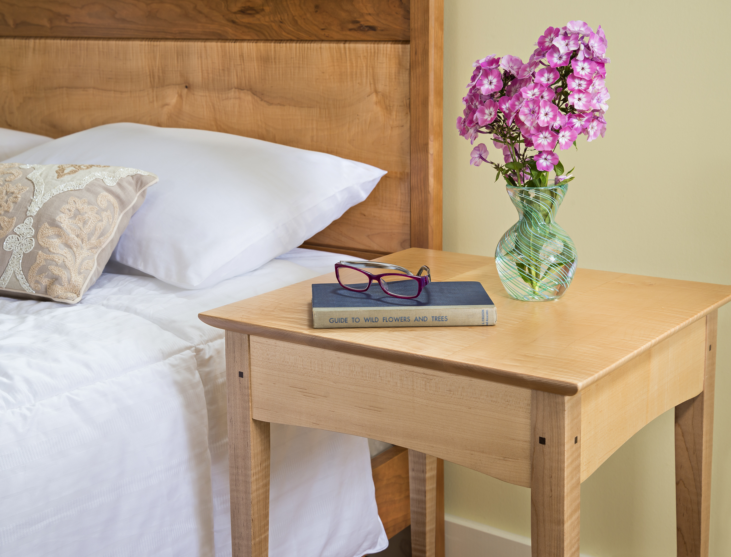 accent-tables-contemporary -night-stand-side-table-maple