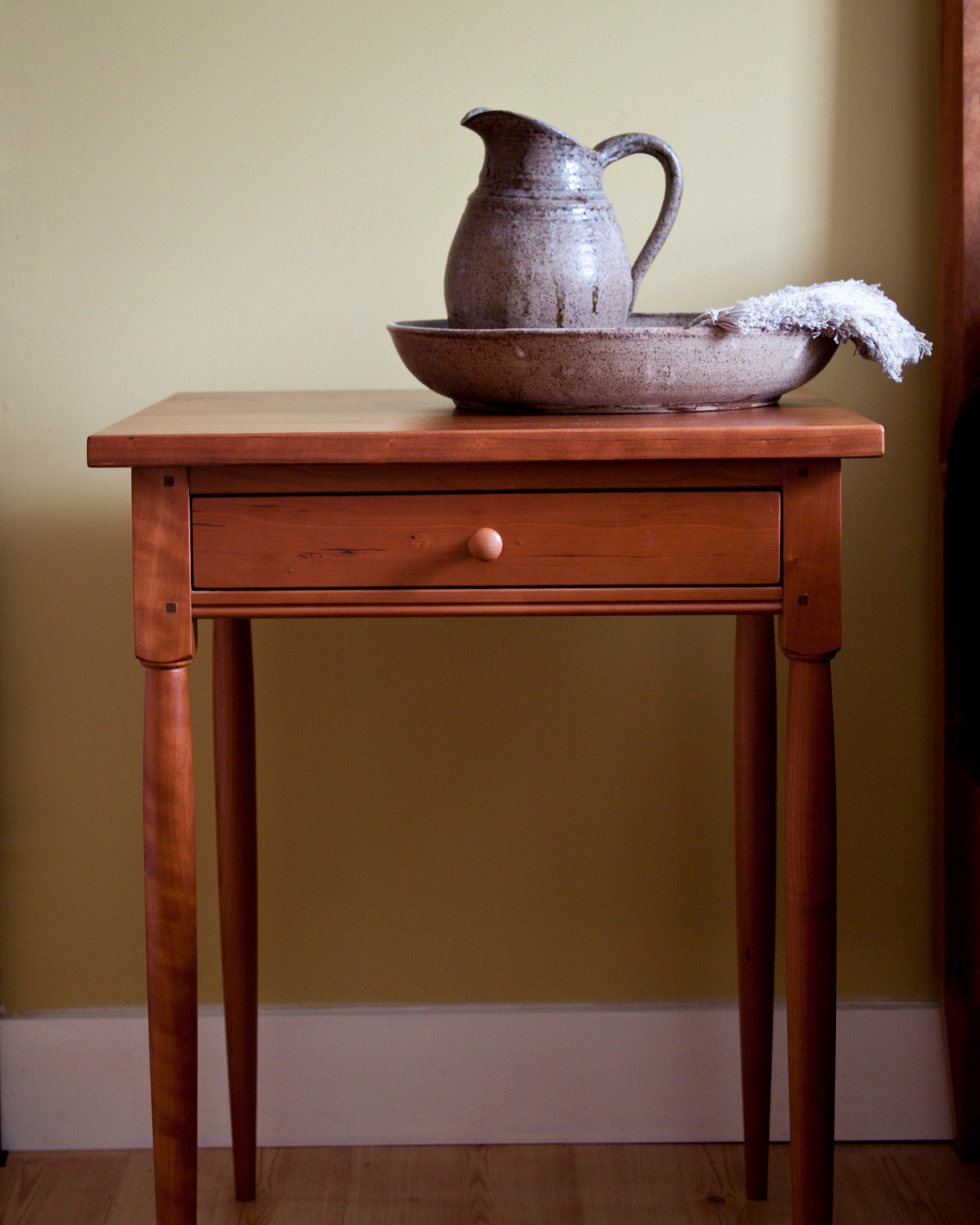accent-tables-shaker-night-stand-round-leg