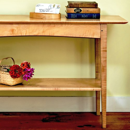 hall-entry-wall-accent-bedroom-occasional-table