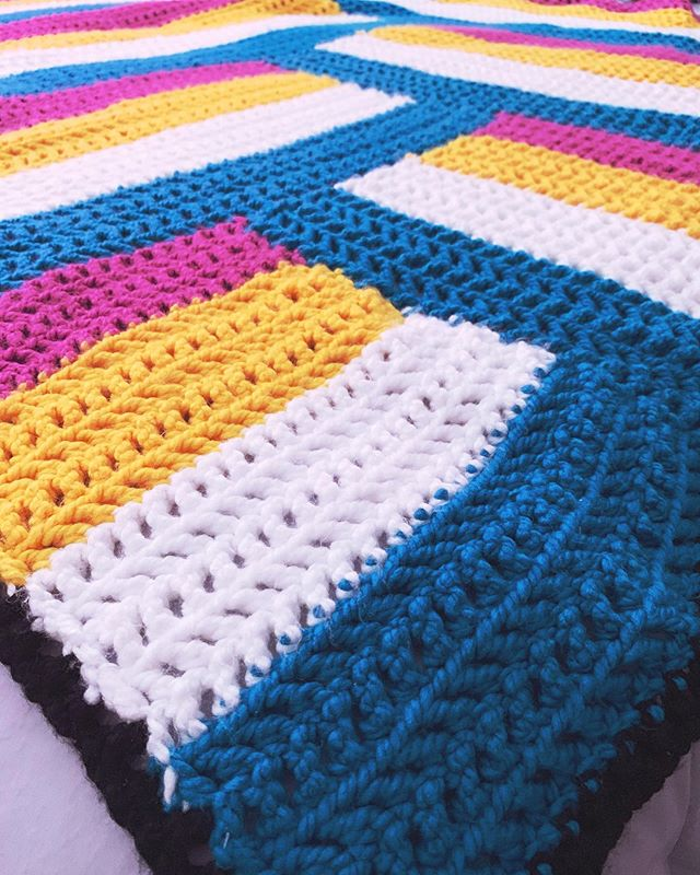 Just finished a brand new throw. 🧶#crochet #crochetersofinstagram #yarnstagram #yarn