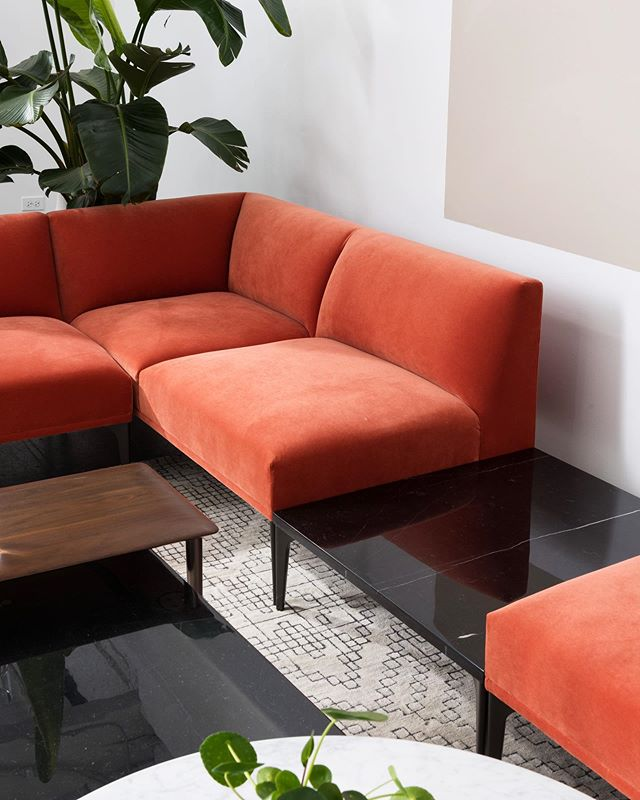 Modular pieces can easily create common areas of any size – it's the best part about the Mesa Sectional, along with wide range of @designtex_inc upholstery options. Check out WestElmWork.com to see more from our new collection from the @westelm + @steelcase partnership 👉 #westelmWork
