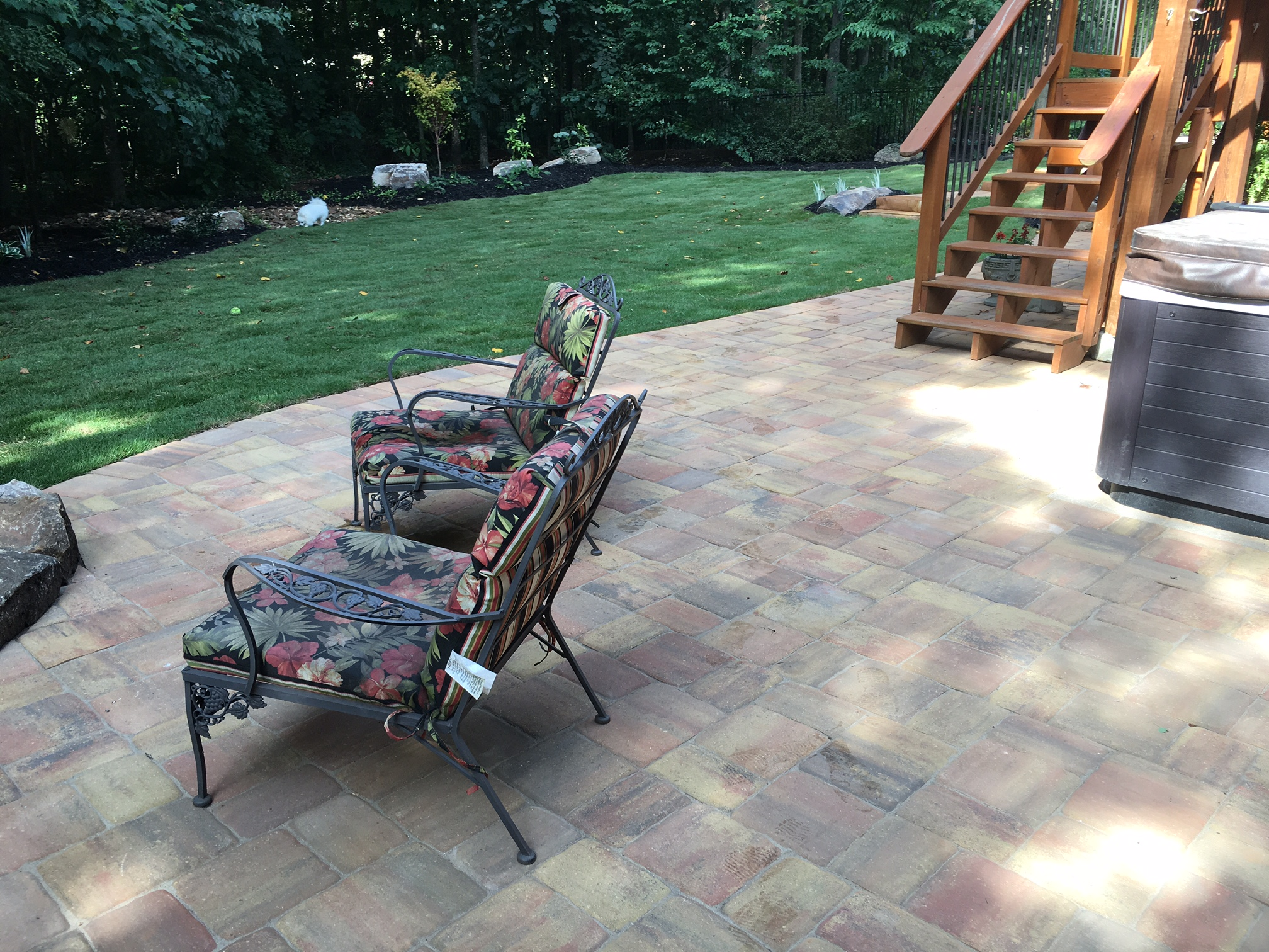 OLD MEGA OLD TOWN OLD CHICAGO BLEND PAVER PATIO.JPG