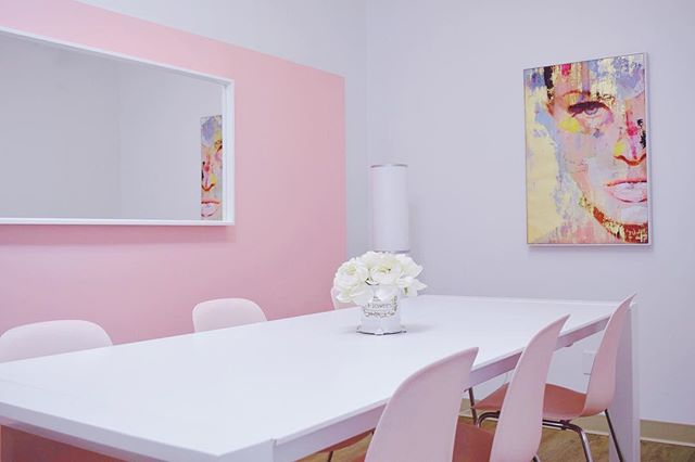 In need of a private meeting space for your clients? Our boardroom rental is the perfect space for you. Join us this Friday from 2pm-6pm for our open house and get a tour of Swish Co-Create! See you there. 💕✨