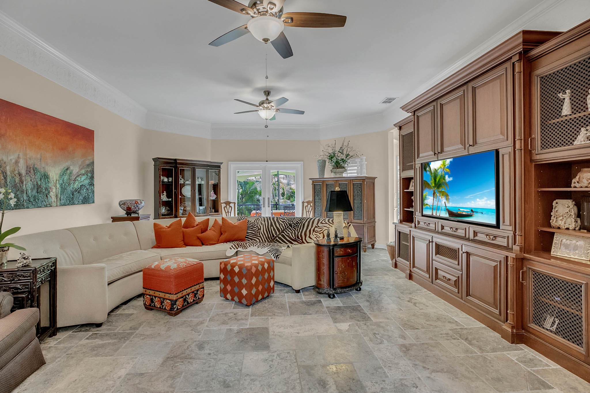 2706-Chambray-Ln.-Tampa--FL-33611--05--Living-Room-1---1-min.jpg