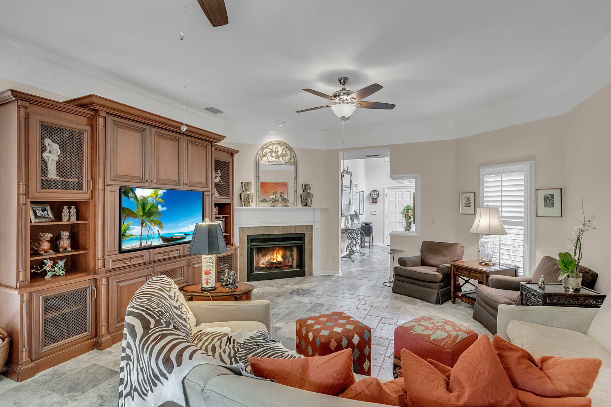 2706-Chambray-Ln.-Tampa--FL-33611--06--Living-Room-1----2-min.jpg