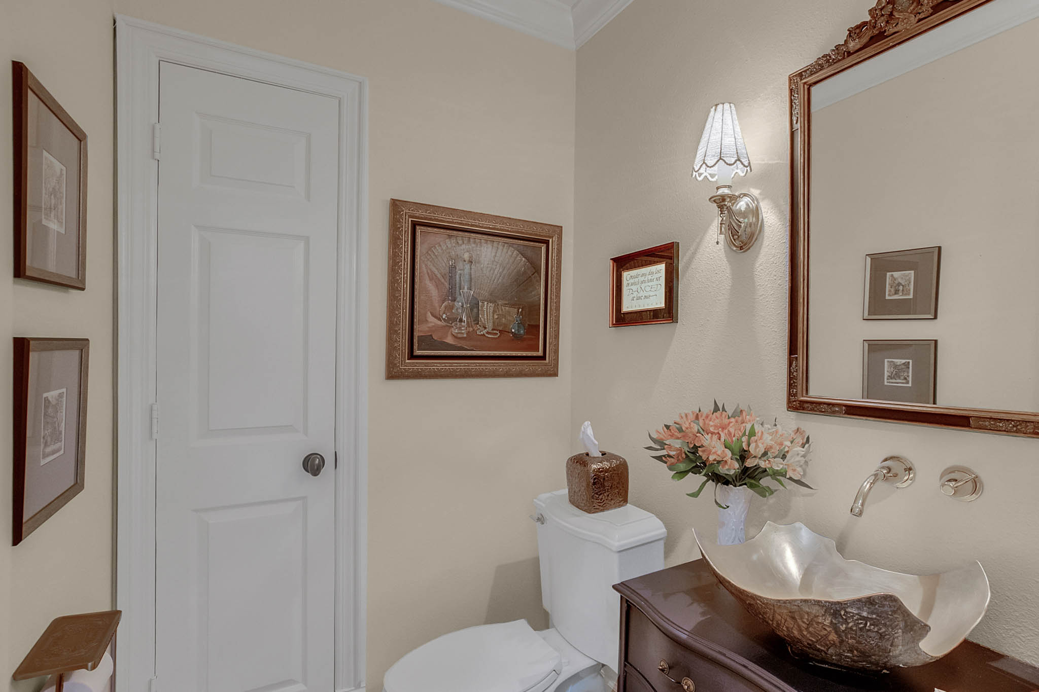 2706-Chambray-Ln.-Tampa--FL-33611--18--Powder-Room-min.jpg