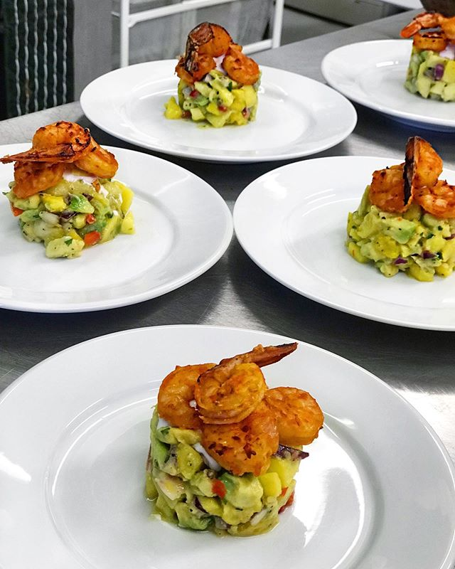 Our starater, 'Kribi' went down well with our guests the other evening. Baked fresh prawns marinated in a generous amount of Makossa Mbas'bey hot sauce on a bed of fresh mangoes, avocados, red onion and lime juice served with coconut cream dressing. 😋