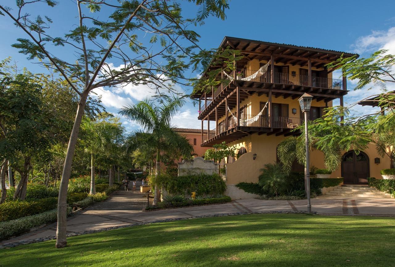 Casa Tom Mansion 2 Side View