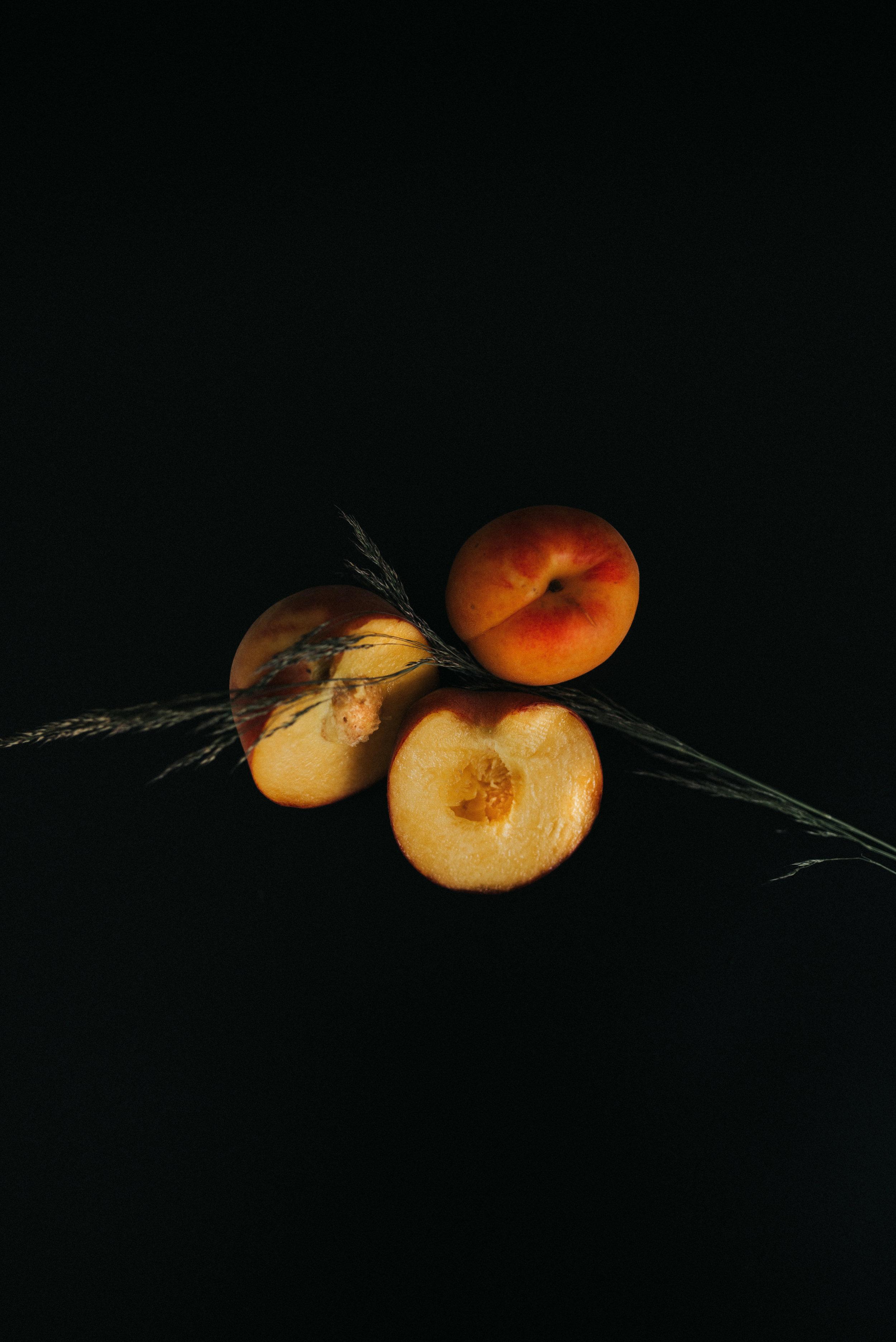 rvrie_peaches_2.jpg
