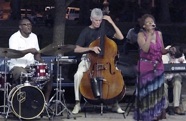 Jeannie Brooks w/ (left to right) Jimmy Coleman, Gene Perla, Sean Gough, Philadelphia, 2010.