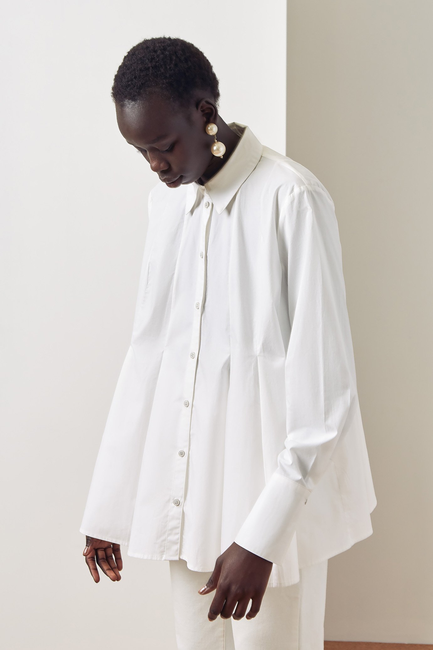 pages_shirt-white-lookbook-6376_800x1200@2x.jpg