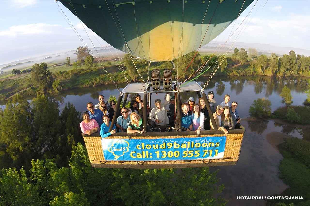 hot-air-balloon-tasmania-flight-experience_17_TEMP.jpg