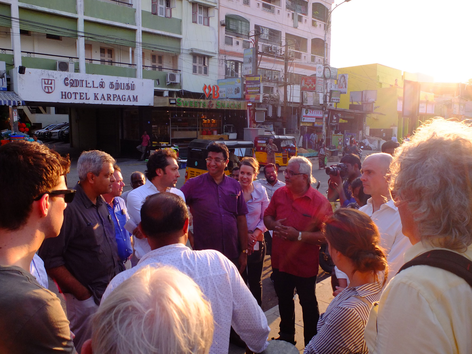 The participants engaging in conversation on the Mylapore Tank ©Ooze