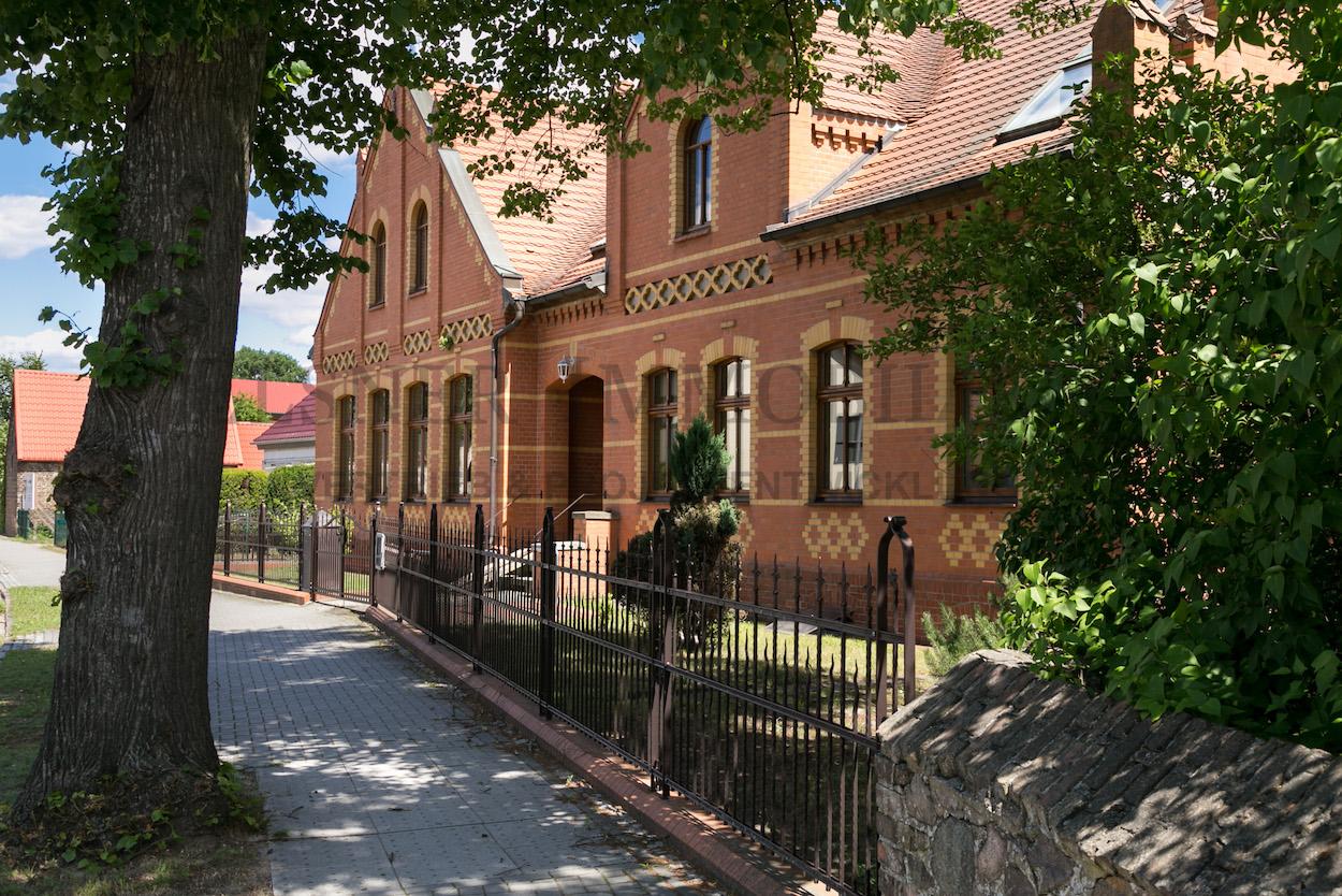 Schule Außen-8.jpg