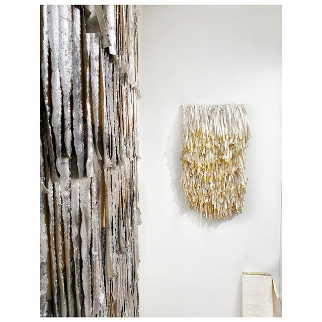 """""""Besides the noble art of getting things done, there is the noble art of leaving things undone. The wisdom of life consists in the elimination of non-essentials."""" -Lin Yutang, 1895 – 1976 . . . . #art #artcollective #artlovers #cjvstudio #creativeminimalism #fiberart #homedecor #interiordetails #materiality #minimalart #textileart #textileartscenter #textileartist #textiles #texture #walldecor #wallhanging #weaving"""