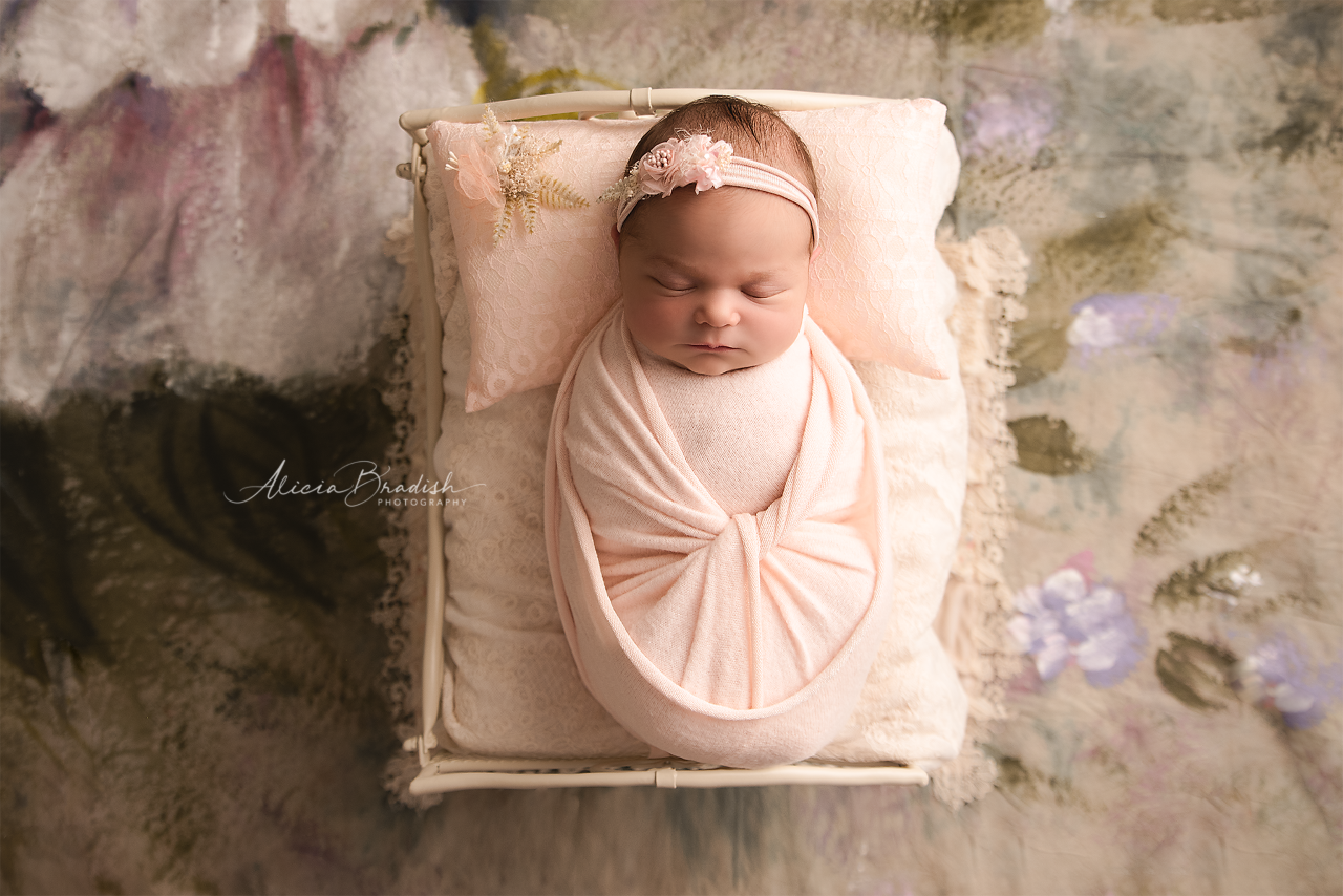 thumbnail_alicia-bradish-newborn-photography-miami_baby-girl-photo-session_071219(1).png