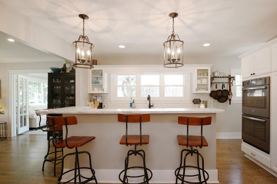 white farmhouse kitchen island