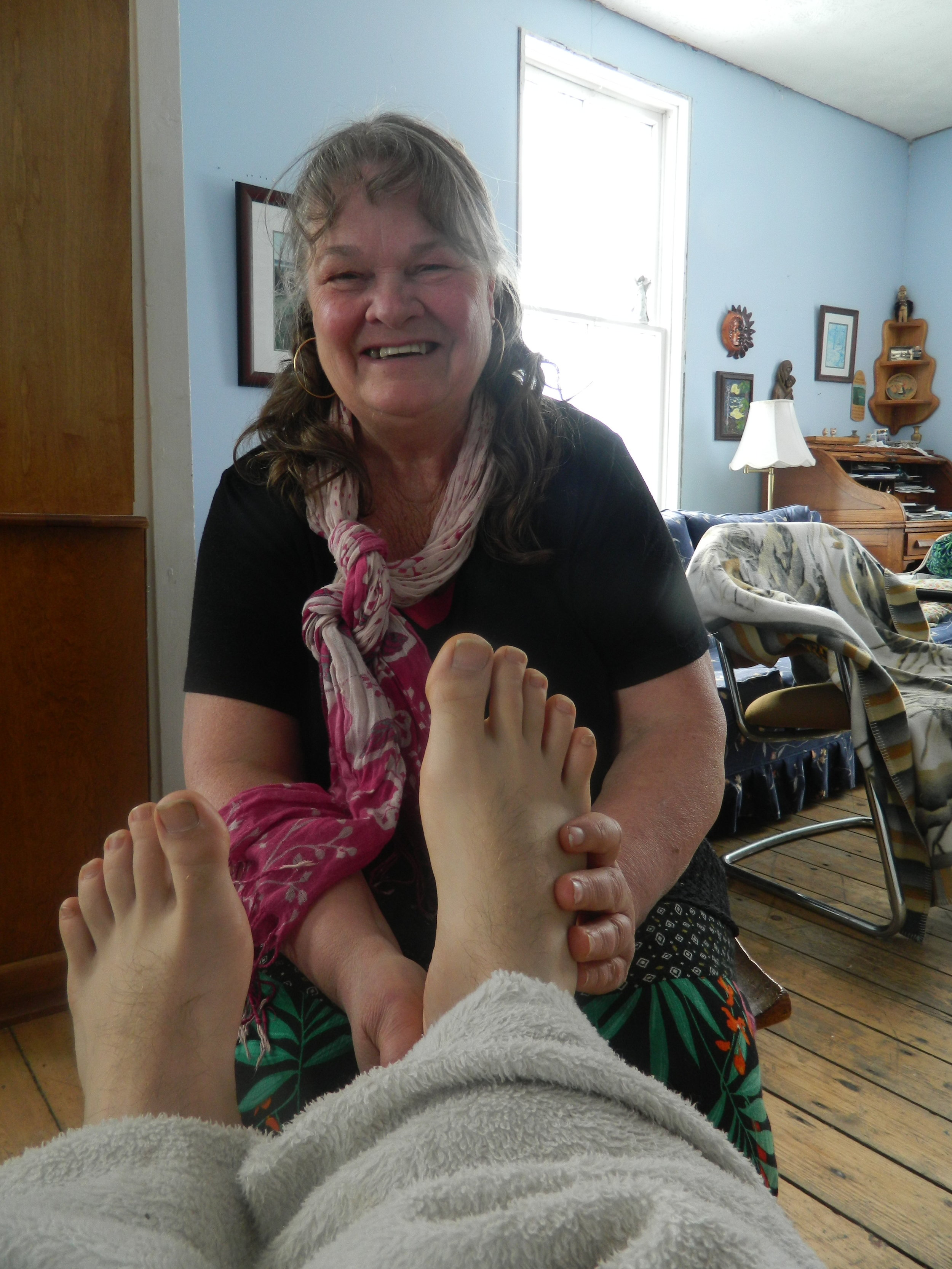 As a certified reflexologist, Marilyn offers Reflexology sessions at Windsbreath or at your home at reasonable rates. Sessions may also include some therapeutic touch and reiki.Marilyn also offers foot parties. Invite your friends over for an evening of socializing and she will join you and provide each of you a 20-30-minute reflexology sessions, reflexology sessions can also be combined with an individual retreat or bed and breakfast stay. -