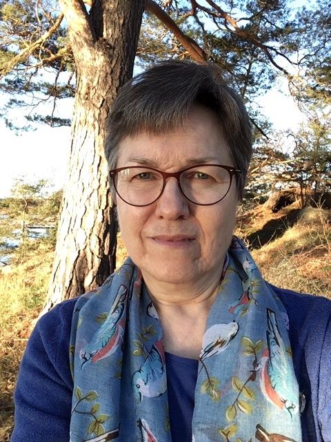 Välkommen till Kirsi-Marja Healing - Med ett genuint intresse och drivkraft av att få människor att må bättre har jag valt att fokusera mitt liv på att hjälpa andra och skapa ett bättre välmående. Det har bland annat yttrat sig i såsom valet av min yrkesroll som BVC-sköterska.Jag har under min yrkesverksamma period även haft vägledande samtal för familjer och anordnat kurser i spädbarnsmassage. Nu är jag pensionär och fortsätter att dela med mig av mina kunskaper till barnfamiljer, genom att erbjuda kurser inom detta.I stort sätt hela mitt liv har jag haft ett andligt sökande och jag gick min första healingutbildning redan på 90-talet. Sedan har olika kurser och utbildningar avlöst varandra. Det var först när jag hamnade på Divine Oneness jag kände att jag verkligen hade hittat hem och funnit min typ av healingmetod. Metoden har sina rötter i antika mysterieskolor och har utvecklats av Amorah Quan Yin.Healingmetoden har vidareutvecklats och förfinats av Ulla Anderén och Gary Kendall som har tagit metoden till Sverige och har döpt den till Divine Oneness, som ingår i det globala nätverket DolphinStar Tempel School.Denna utbildning har även lett mig in på olika andliga resor till bland annat Island och Grekland. Där jag tillsammans med mina lärare och andra healers, har jobbat med planetärt energiarbete för att assistera planeten i skiftet till en högre dimension. Det är ett skifte som pågår redan nu och som är större än vad människan någonsin tidigare upplevt. Både människan och planeten står för en helt ny utveckling. Där vi som mänsklig varelse står inför att förena oss med vårt Högre Jag, i ett medvetande som omspänner högre frekvenser. Samtidigt som vi fortfarande befinner oss i en fysisk kropp. Detta har aldrig tidigare hänt.Jag vill genom mitt arbete bidra till och hjälpa människor i den transformation vi nu genomgår in i en högre dimension.Numera tar jag emot klienter för healing och för att öppna upp Ka kanaler i både Stockholm och Nyköping, samt leder kurser