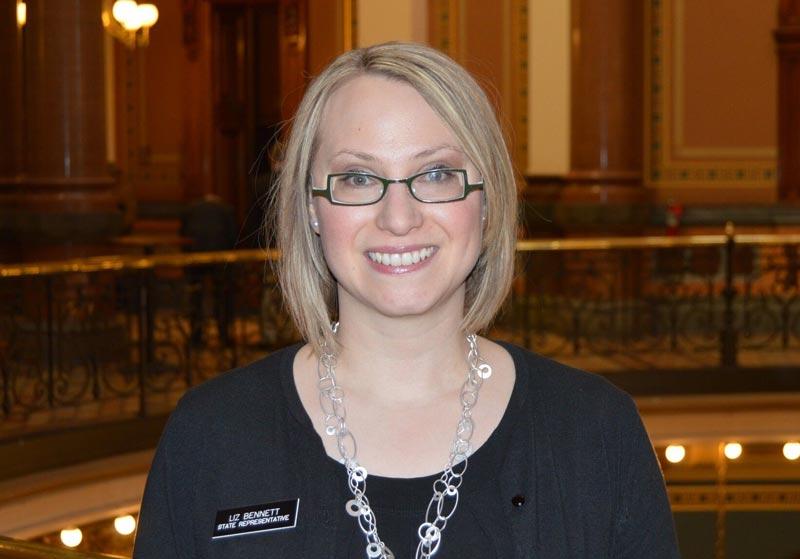 Liz Bennett, demócrata representante de Waterloo ante el legislativo de Iowa.