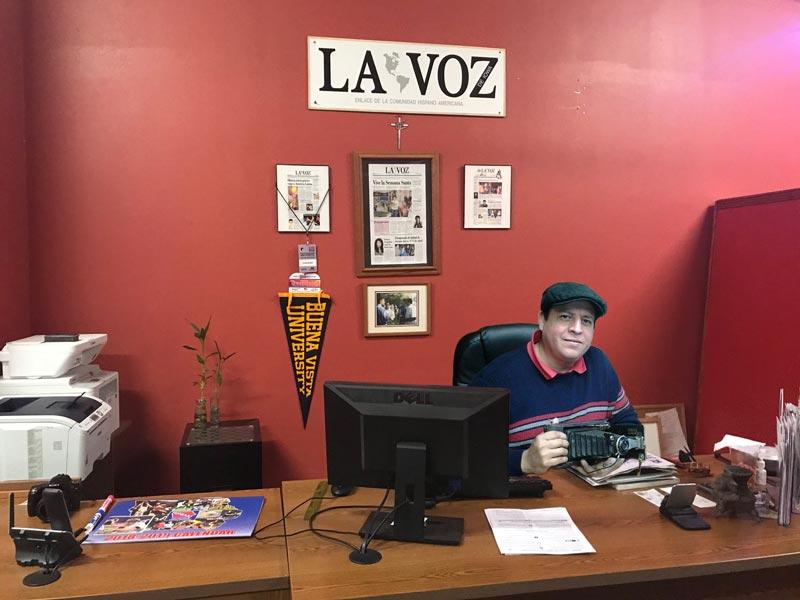 Víctor Ayala llegó a Storm Lake en el año 2005. Ahí fundó dos periódicos El Latinoamericano y La Voz de Iowa.