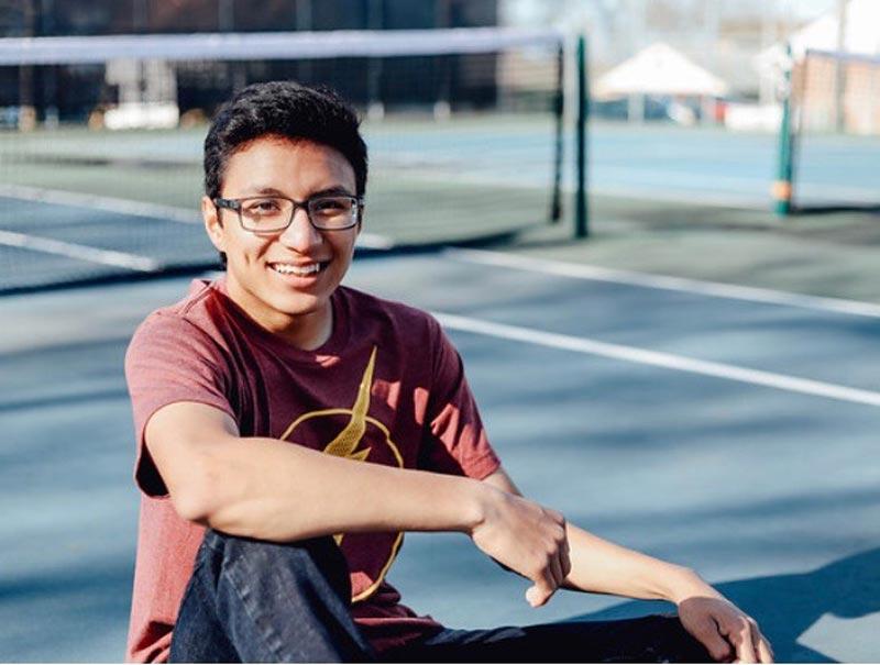 Mattehew Marroquín, estudiante del primer año de la Universidad de Buena Vista, leyó en su aula de clase un poema que el mismo escribió en homaje a Javier.