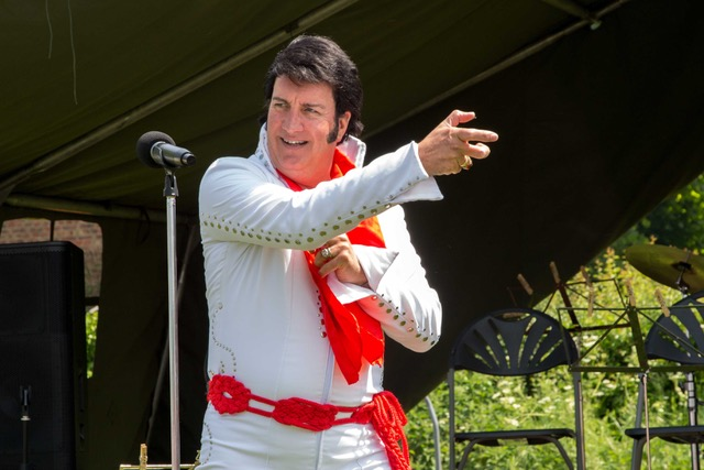 Gary king - Gary performs the songs made famous by Elvis Presley covering the major three decades of his career.