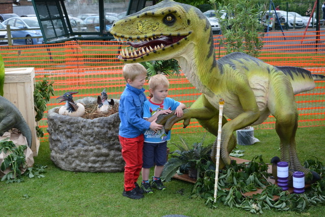 children looking at the dinosaurs.jpeg