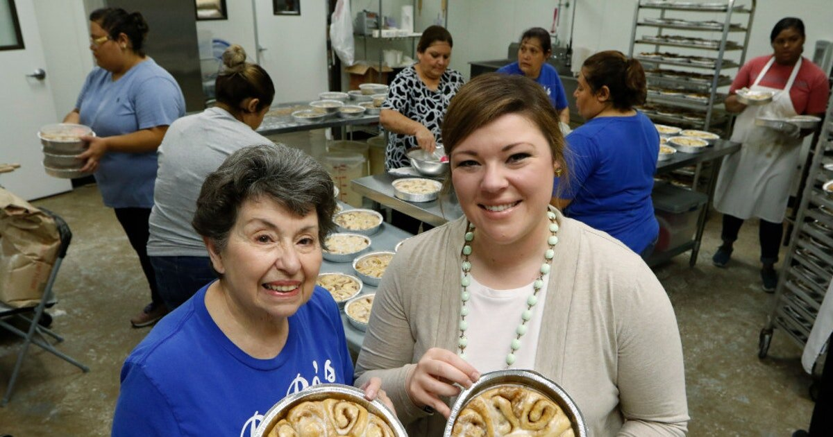 Amy Collins - RORO's Baking CompanyOur mission is to bring back those memories of Grandma's hot, yummy rolls to your busy life. Take a minute, enjoy the simple things in life and bring a little bit of RoRo into your kitchen.