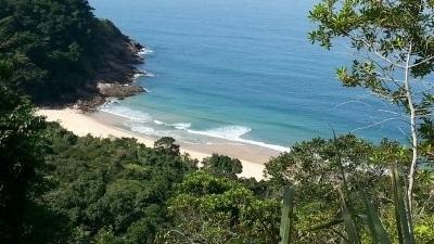 Trekking Praia Brava - LocalizaçãoEstrada Brava - Boiçucanga/São Sebastião. Rua à direita no km 101 da Rodovia Rio-Santos, o início da trilha é subindo até o final da rua.InformaçõesNível de dificuldade: MédioDuração total: 3 a 4 horasExtensão: 3 km