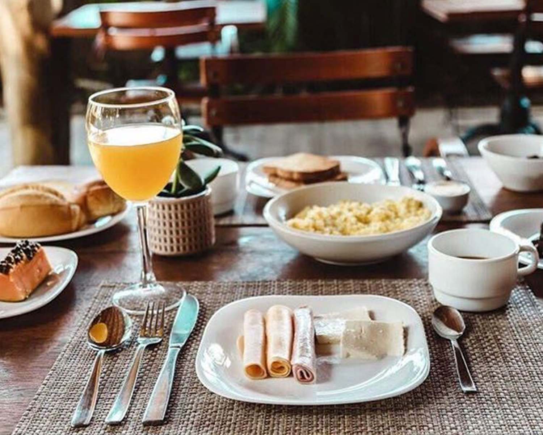 Cafe da manha ate o meio dia na Pousada Spa Ventos do Camburi 36b.png