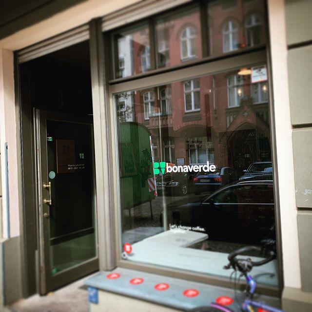 Zu Gast bei den @coffeechangers in #Berlin. Habt ihr gewusst, das #Bonaverde gerade den #urbancoffeeclub vorantreibt? Spannend für uns! Denn neben guten ☕️, tauschen wir uns auch über #Passantenströme und deren Auswirkungen auf ihr Geschäft aus. Welcher #Kaffee schmeckt euch am Besten?