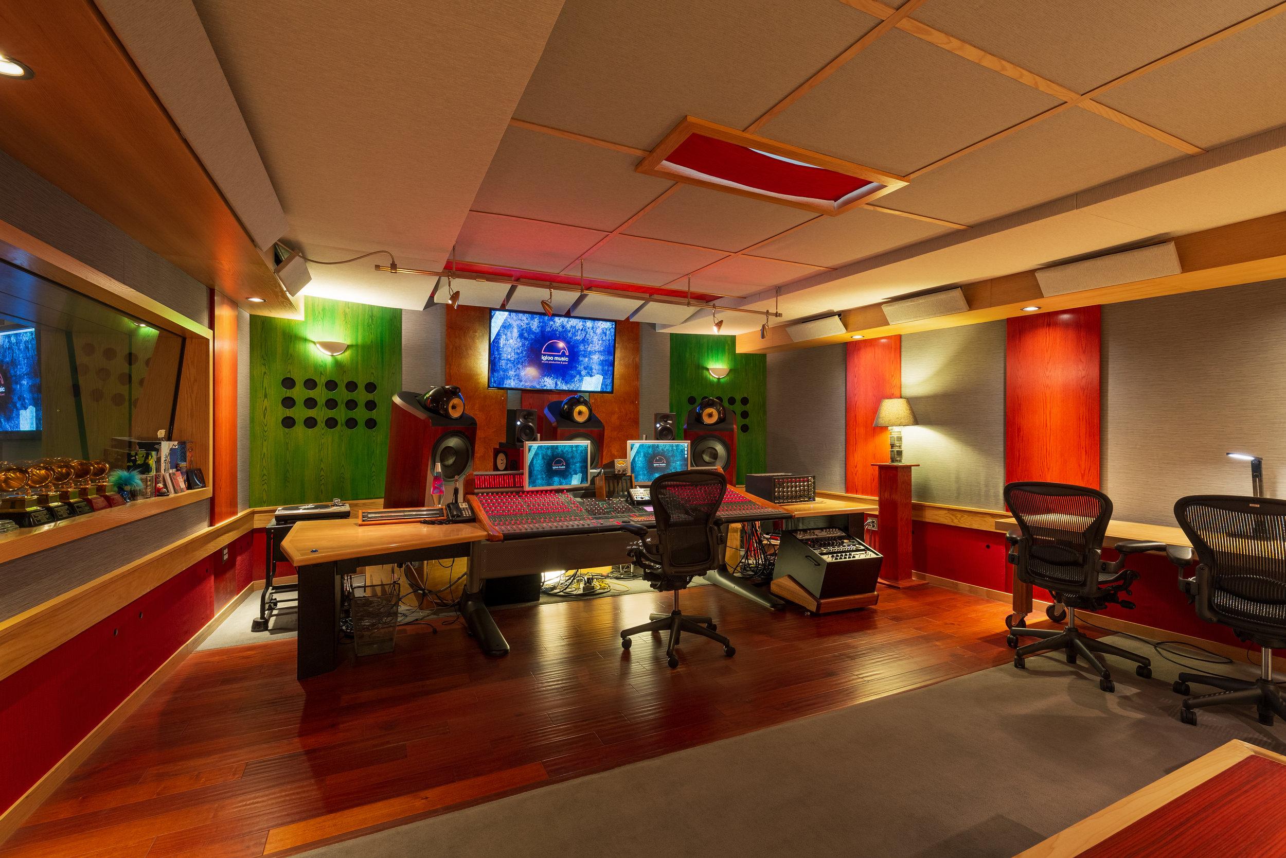 01_L_IglooMusicStudios_Control_Room_D.jpg