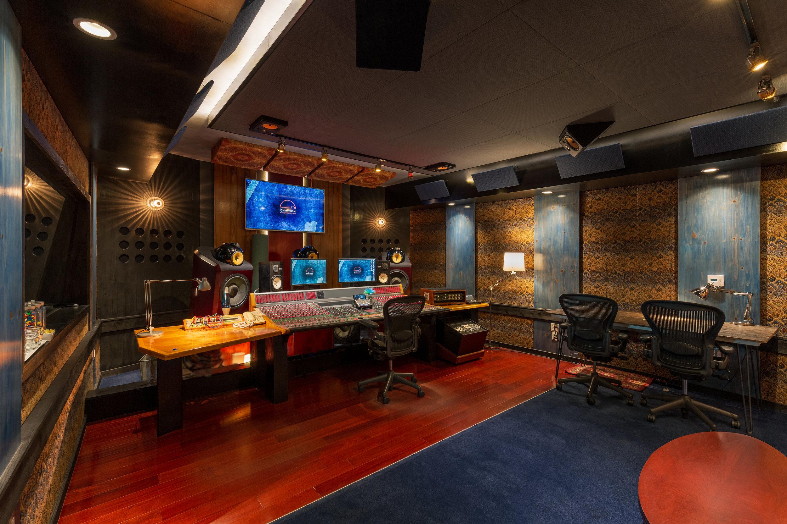 01_M_IglooMusicStudios_Control_Room_E.gb.jpg