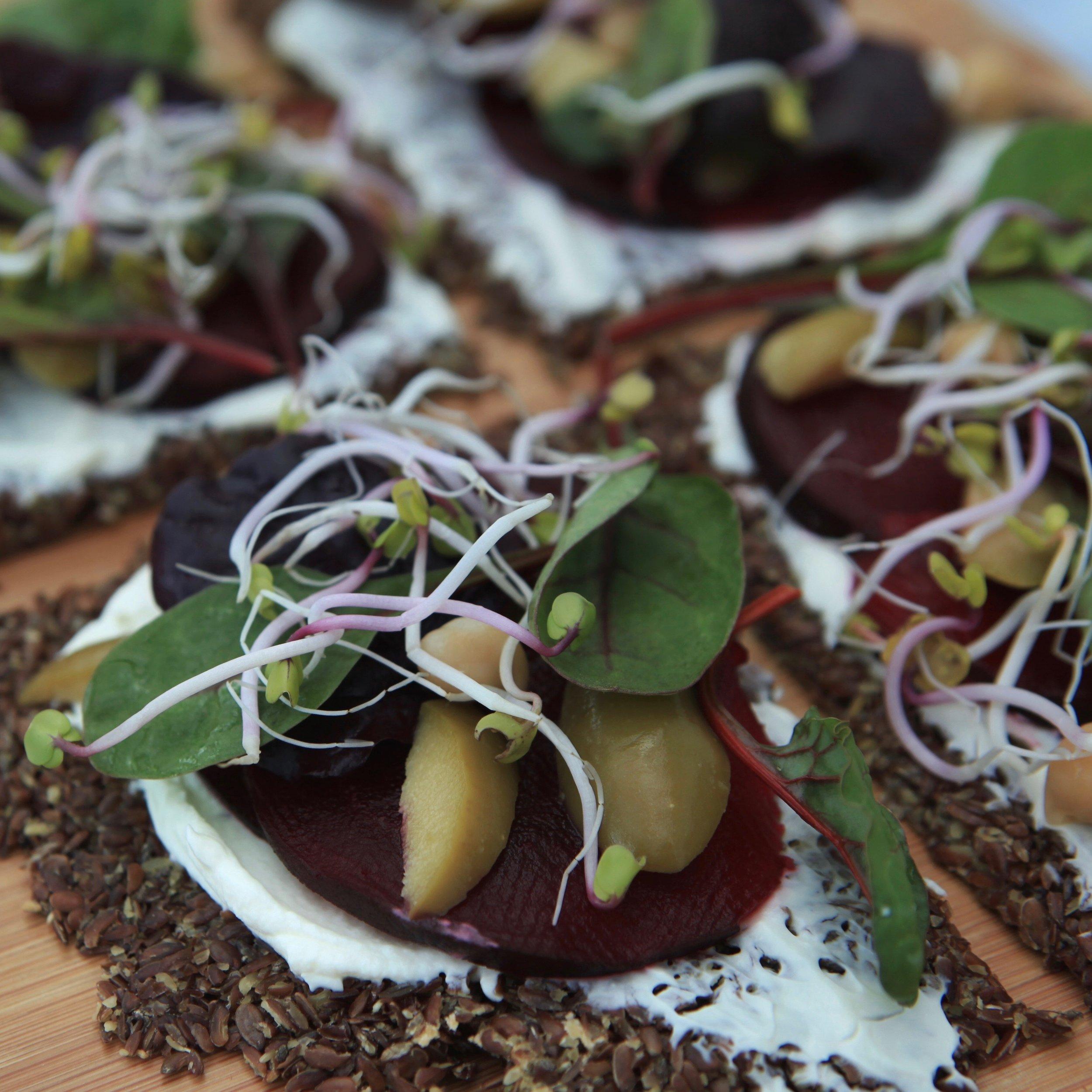 LowCarb Pizza - Der Pizzaboden aus Leinsamen ist defintiv lecker und auch gesund.