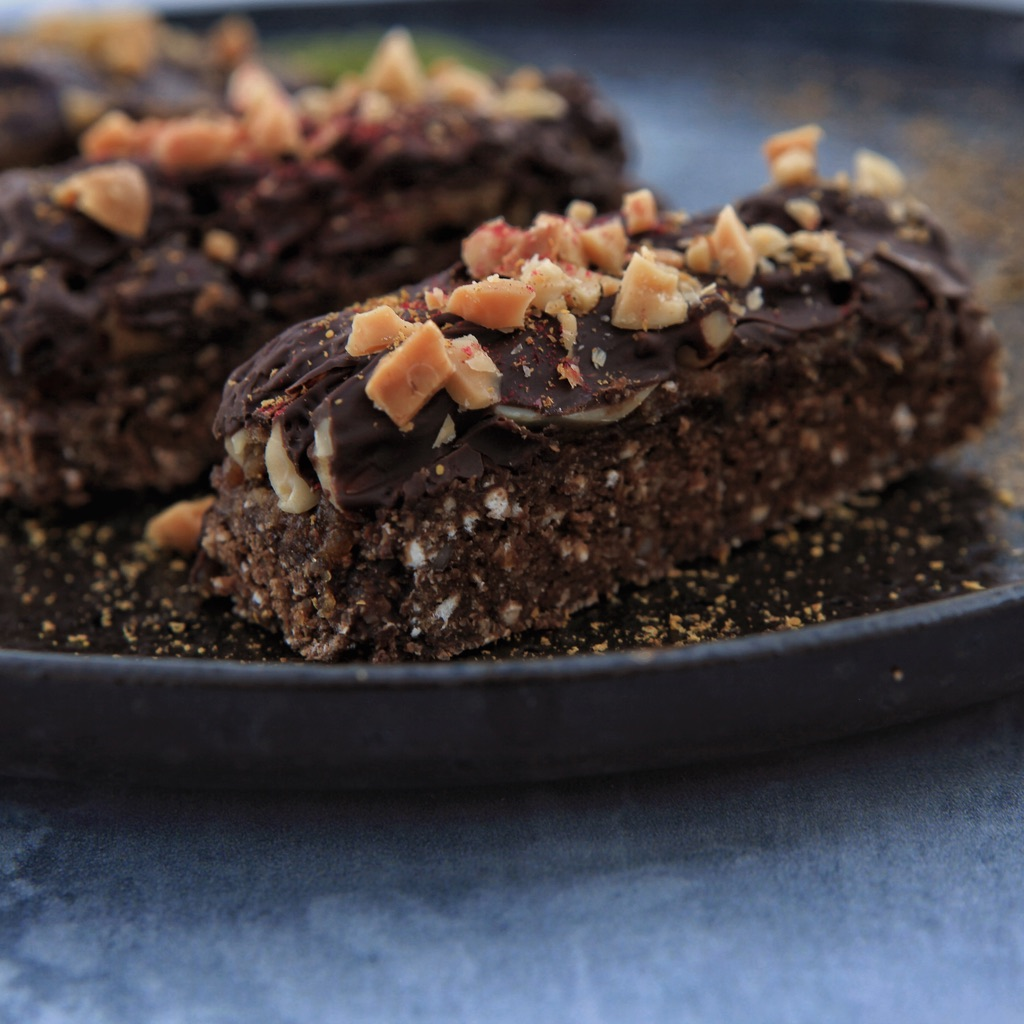 Raw vegan Snicker Bar with Protein