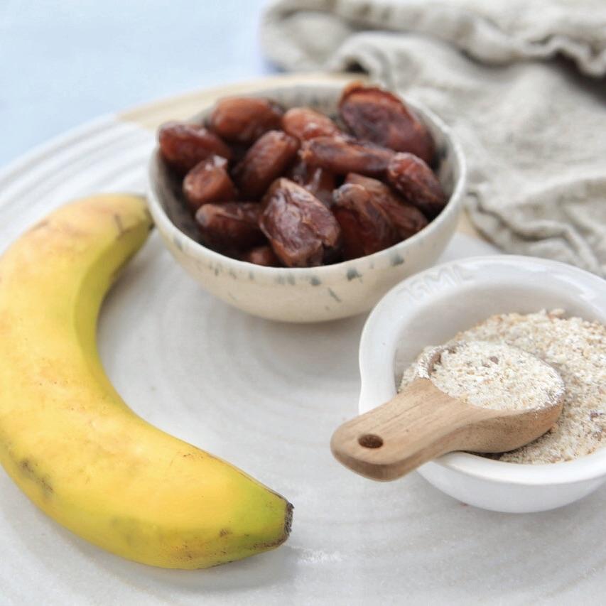 Das kann nur lecker werden. - Bananen, Datteln und Haferflocken sind die Grundzutaten von diesem Bananenbrot.