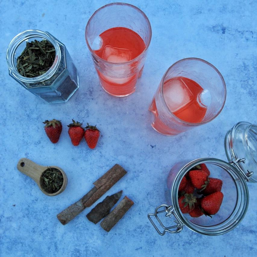 Erdbeer-Minze-Kombucha