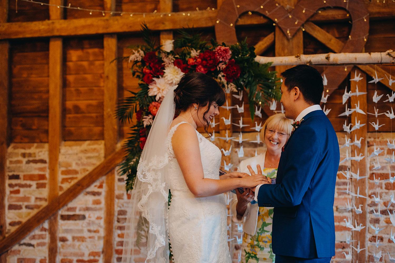 red-barn-wedding-photographer008.jpg
