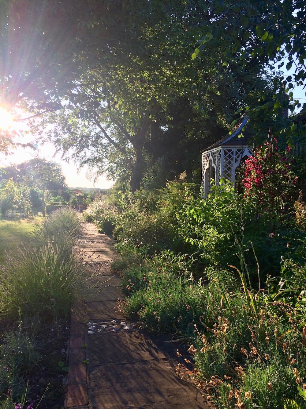 CONTACT_alex-alexandra-garden-design-hollingsworth-contact.jpg